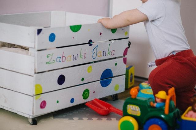 Sprawdzone pomysły na zabawę dla dzieci w domu i na zewnątrz
